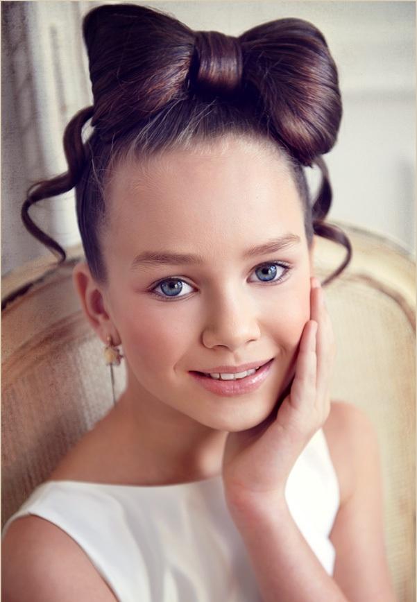 Причёски для девочки на выпускной 4 класс